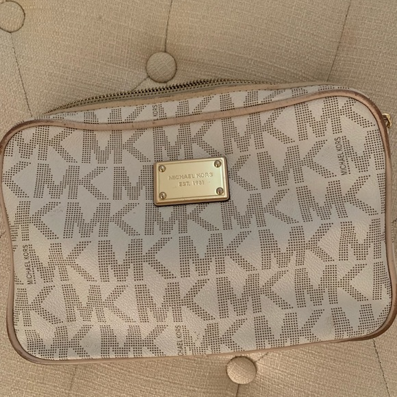 Michael Kors Handbags - Michael Kors Crossbody Bag